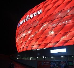 FC Bayern München - FC Bayern München - Allianz Arena mehr braucht ein Fussballfan nicht wissen - ohne eine Gänsehaut zu bekommen, seien Sie LIVE bei den Erfolgen der roten dabei,unsere ausgesuchten 4* Partnerhotels Neue Messe Melia und Vitalis by Amedia runden unsere Angebote mit einem leckeren Frühstück ab. Das ideale Geschenk für ein tolles Fussball Wochenende in München.